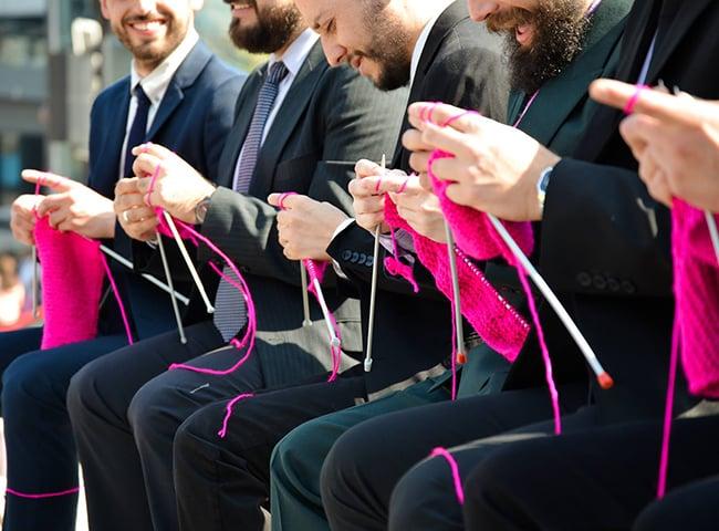 Hombres tejedores